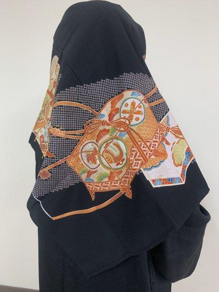 【世界に一枚しかない限定品】イスラム教徒へのお土産に悩まれている方へ。長寿のシンボル松の文様を催された着物ヒジャブ。本物の着物から再生された着物ヒジャブはお土産に最適です。