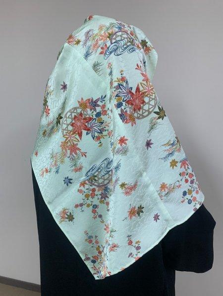 【新作】【世界に一枚しかない限定品】イスラム教徒へのお土産に悩まれている方へ。立身出世の紅葉の文様が施された着物ヒジャブ。本物の着物から再生された着物ヒジャブはお土産に最適です。