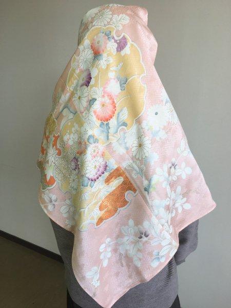 【新作】【世界に一枚しかない限定品】イスラム教徒へのお土産に悩まれている方へ。高貴な象徴の菊の文様が施された着物ヒジャブ。本物の着物から再生された着物ヒジャブはお土産に最適です。