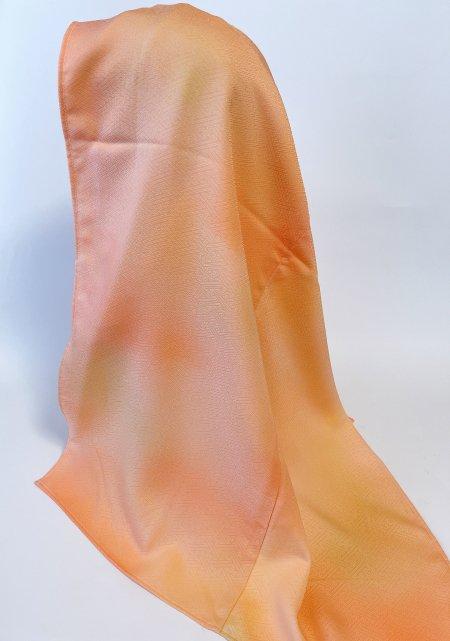 【インドネシア、マレーシア女性へのプレゼントに最適】イスラム教徒へのお土産に悩まれている方へ。インドネシア、マレーシア女性に人気カラー淡い橙色の着物ヒジャブ。