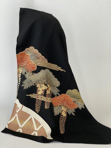 【世界に一枚しかない限定品】イスラム教徒へのお土産に悩まれている方へ最高格の黒留め袖から作られた商品です。日本の伝統を海外の大事な方へのプレゼントに最適です。