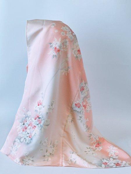 【インドネシア、マレーシア女性へのプレゼントに最適】イスラム教徒へのお土産に悩まれている方へ。インドネシア、マレーシア女性に人気カラー淡いピンク色の着物ヒジャブ。