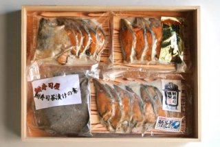 滋賀県の伝統食!びわ湖産の天然子持ち鮒ずし茶漬けを楽しめるセット「鮒寿司三昧」
