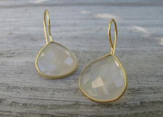 Belesas:<br>Grey Moon Stone Earrings