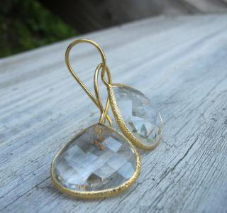 Belesas:<br>White Topaz Earrings