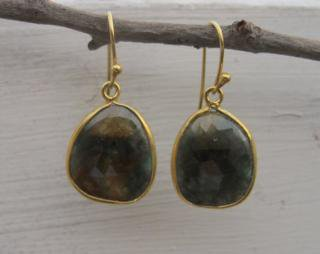 Belesas:<br>Brown Sapphire Earrings