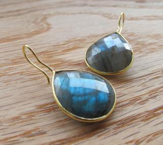 Belesas:<br>Blue Labradorite Earrings