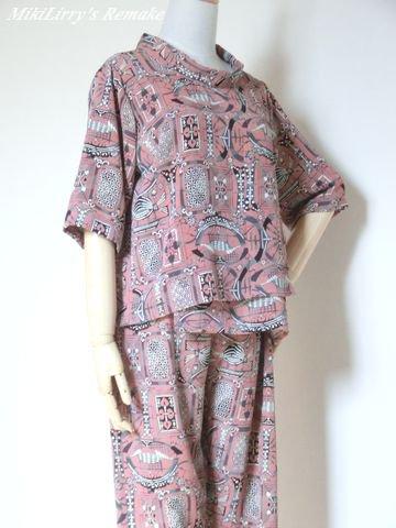 着物リメイク✿ピンク色にトランプ柄のブラウスとパンツのスーツ