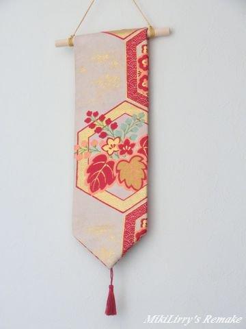 帯リメイク✿亀甲文様に花柄がはいった袋帯のミニタペストリー