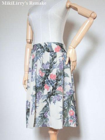 着物リメイク✿ベージュ色の花柄がはいったヨークプリーツスカート