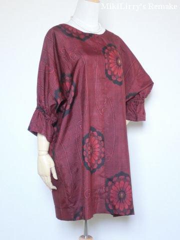 着物リメイク✿黒地に紅色の花柄がはいった大島紬のチュニックワンピース