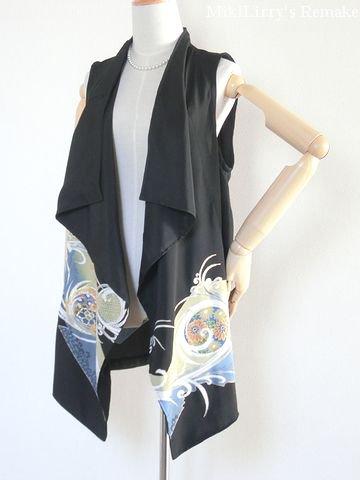 着物リメイク✿華やかな黒留袖からおつくりしたドレープのベストジレ