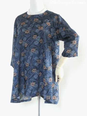 着物リメイク✿藍色に花柄がはいった幾何学的文様のAラインフレアチュニック