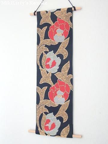 帯リメイク✿紺色に椿がはいった名古屋帯のタペストリー