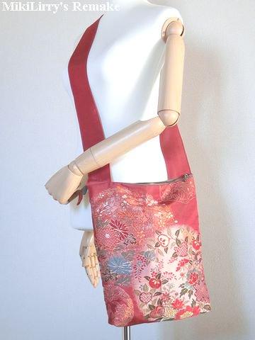 帯リメイク✿唐紅色の名古屋帯からの古典な花模様がはいったショルダーバッグ(ポーチつき)