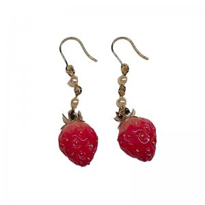 小さな苺パールピアス Small strawberry with pearl chain pierced earrings