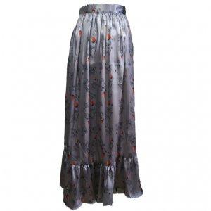 苺のロングスカート