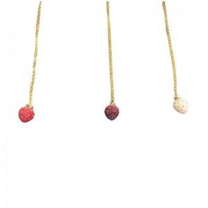 小粒な苺ネックレス