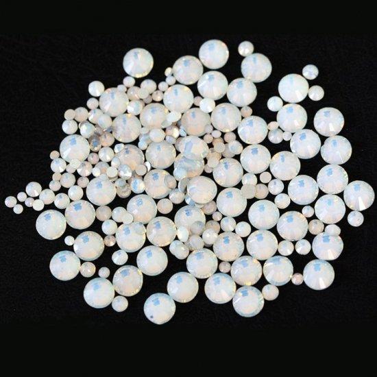 ガラス製 ラインストーン<BR>ホワイトオパール SS3〜SS30サイズ選択可