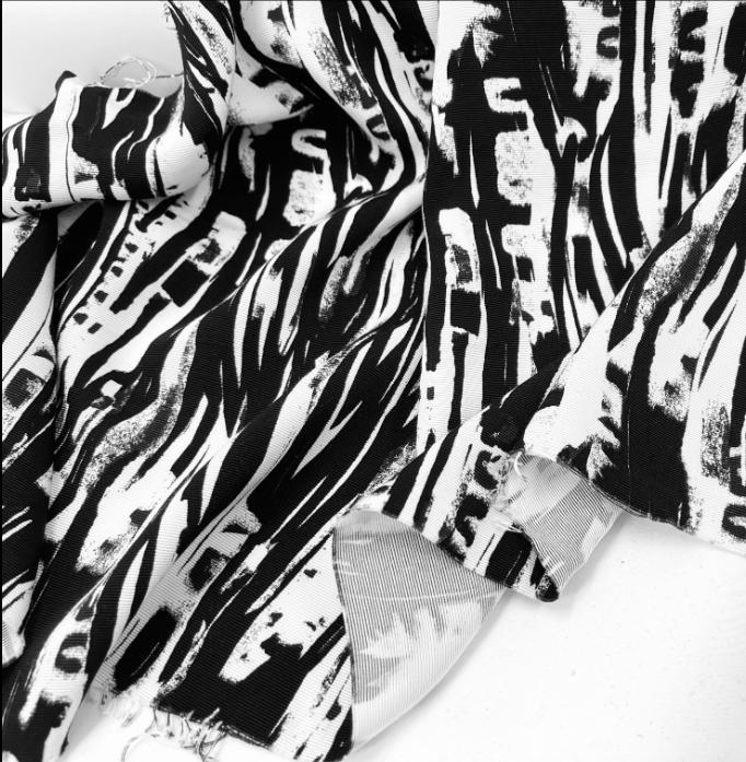 LC1116 多色使いの立体感のある花柄刺繍レース生地