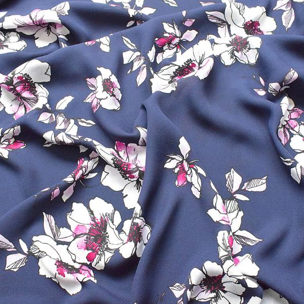 SF1106 濃いブルーグレーの地色に白の花柄模様の合成繊維生地(50cm単位)