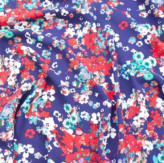 SF1110  ブルー地に赤を中心にした花柄模様の合成繊維生地(50cm単位)