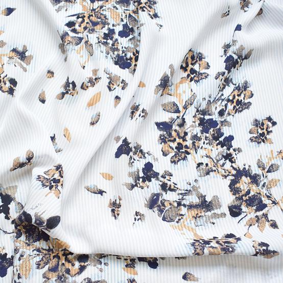 SF1112 白地に水墨画のような花模様の合成繊維生地(50cm単位)