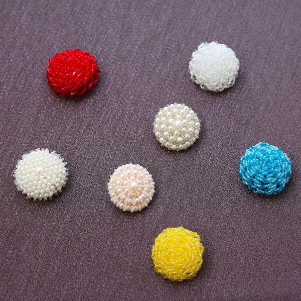 BB1001 手作りビーズのボタン(7種類)  お洋服にアクセント − 4cm-4.5cm