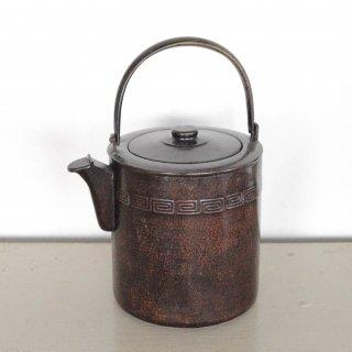 円筒型の銅製のやかん