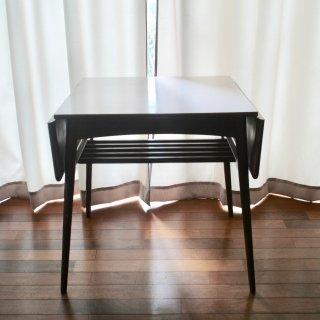 木製のバタフライテーブル