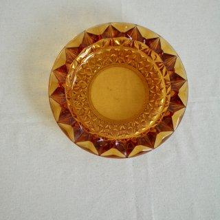 琥珀色のガラス皿(17.8cm)