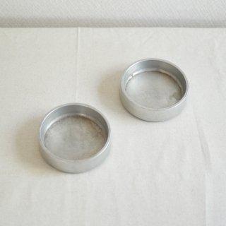 金属製の小さな丸形トレイ