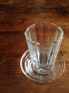 居酒屋のグラスと受け皿のセット