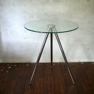 ガラストップのサイドテーブル
