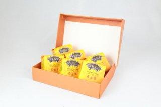 """パイナップルケーキ「鳳梨酥」""""台湾銘菓"""""""