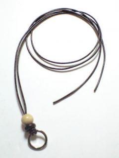 黒本革 ネックレス / 白ウッド8ミリ丸玉
