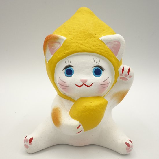 健康運アップのフルーツ招き猫レモンちゃん(約10センチ)土人形 置物 風水グッズ 縁起物 - 島