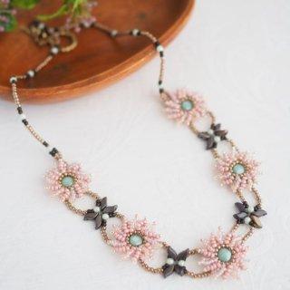 八重咲のフラワーネックレス