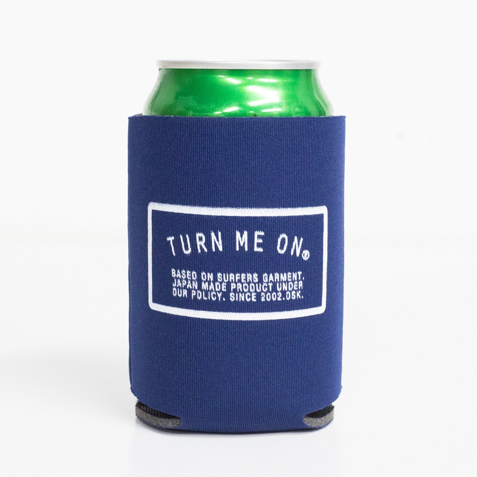 <img class='new_mark_img1' src='https://img.shop-pro.jp/img/new/icons14.gif' style='border:none;display:inline;margin:0px;padding:0px;width:auto;' />LOGO KOOZIE クージー (NAVY)