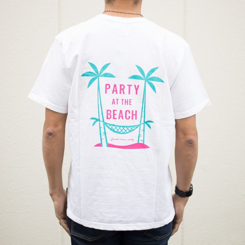 <img class='new_mark_img1' src='https://img.shop-pro.jp/img/new/icons14.gif' style='border:none;display:inline;margin:0px;padding:0px;width:auto;' />S/S TEE『PARTY AT THE BEACH』 (WHITE)