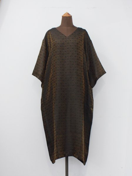 "<img class='new_mark_img1' src='//img.shop-pro.jp/img/new/icons8.gif' style='border:none;display:inline;margin:0px;padding:0px;width:auto;' />Needles "" V Neck Dress-R/N Jacquard / Arabesque """
