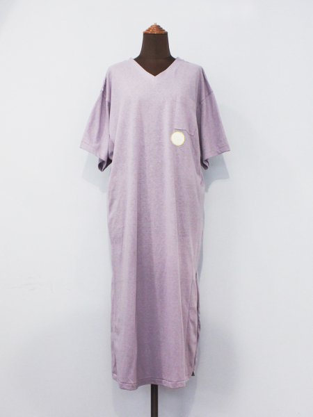 "<img class='new_mark_img1' src='//img.shop-pro.jp/img/new/icons22.gif' style='border:none;display:inline;margin:0px;padding:0px;width:auto;' />WRYHT "" Slit V-Neck Tee Dress """