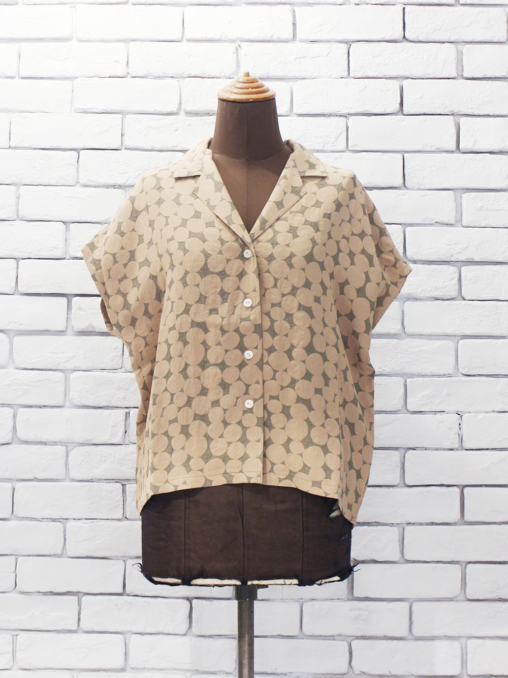 "<img class='new_mark_img1' src='https://img.shop-pro.jp/img/new/icons8.gif' style='border:none;display:inline;margin:0px;padding:0px;width:auto;' />Needles "" French Sleeve Blouse - Bubble Jq. (grey/pink)"""