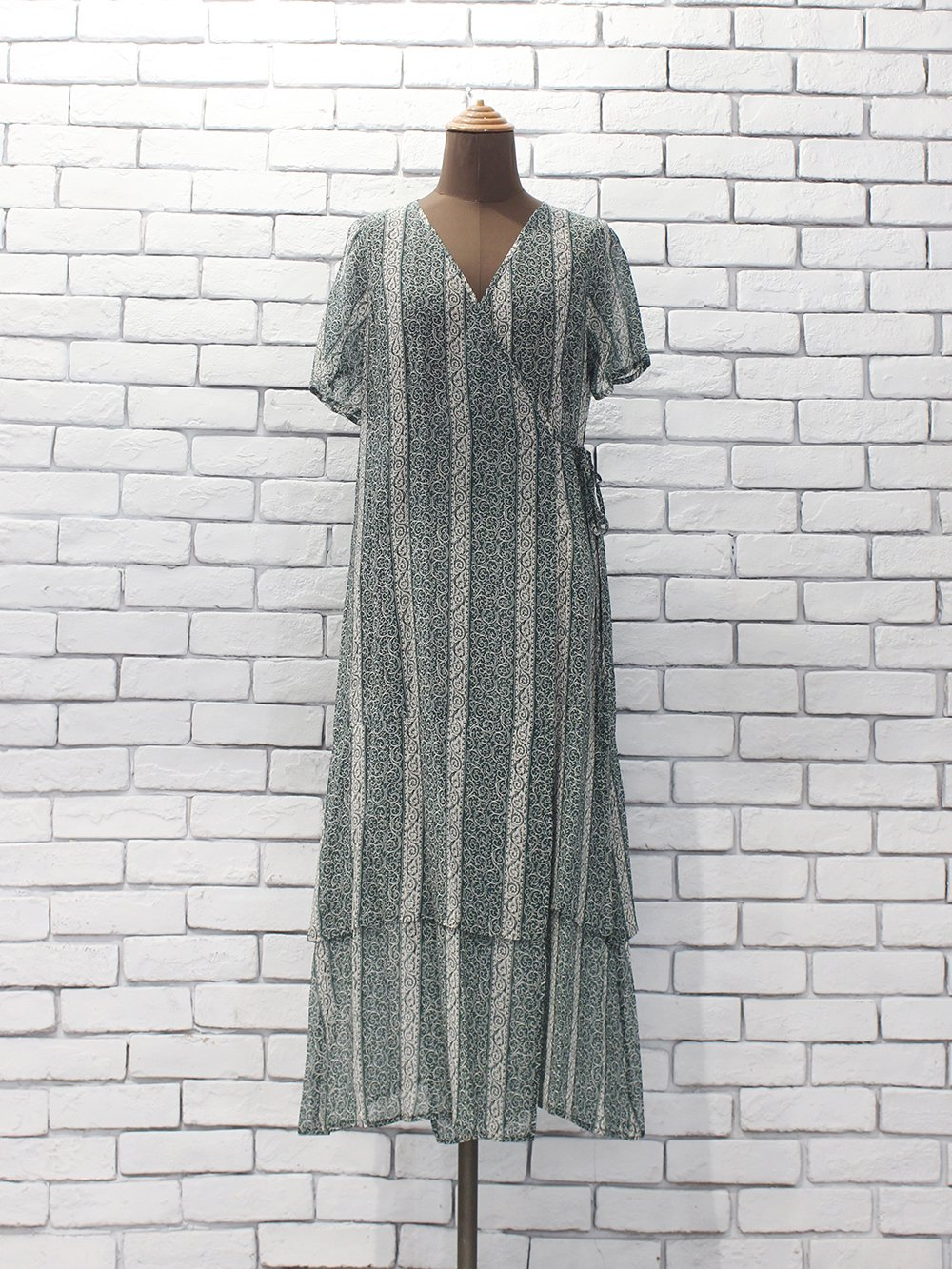 "<img class='new_mark_img1' src='https://img.shop-pro.jp/img/new/icons8.gif' style='border:none;display:inline;margin:0px;padding:0px;width:auto;' />Needles "" Wrap Dress - Cupra Chiffon / Pt. (arabesquest) """