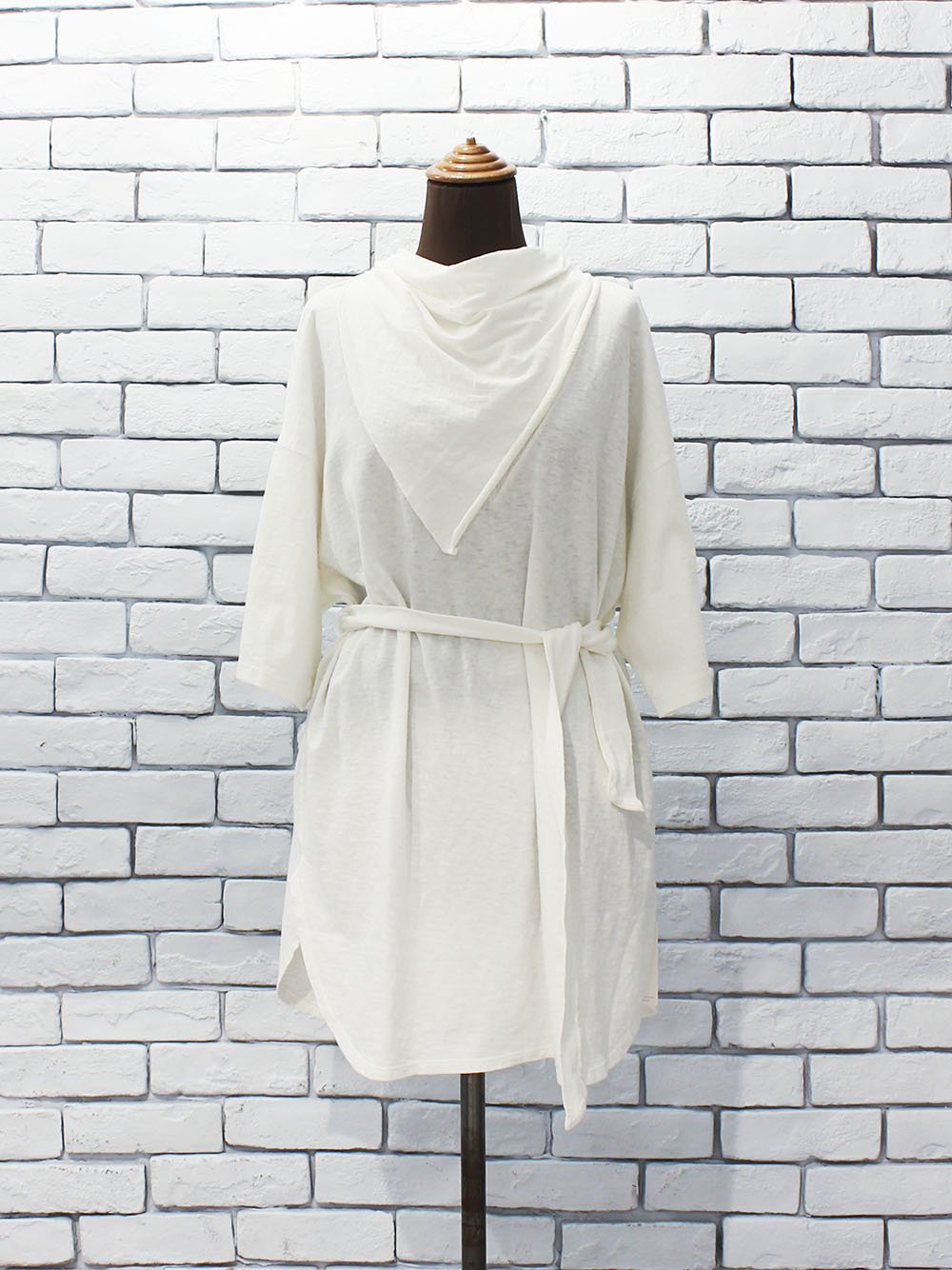 """<img class='new_mark_img1' src='https://img.shop-pro.jp/img/new/icons22.gif' style='border:none;display:inline;margin:0px;padding:0px;width:auto;' />FILL THE BILL"""" SCARF SUPER BIG TEE (white)"""