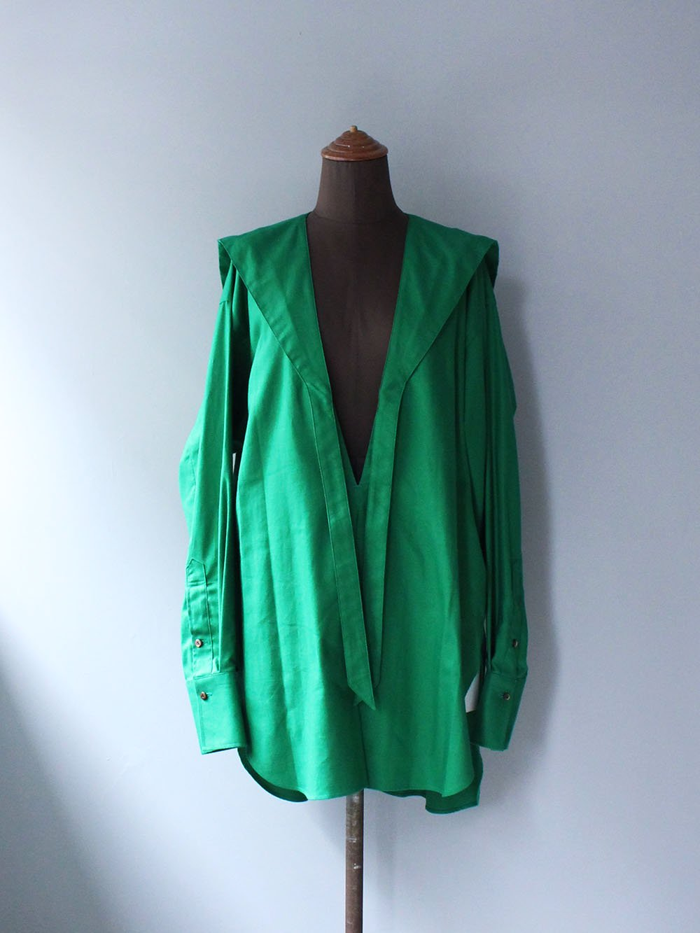 """<img class='new_mark_img1' src='https://img.shop-pro.jp/img/new/icons8.gif' style='border:none;display:inline;margin:0px;padding:0px;width:auto;' />JUN MIKAMI """" Cotton Cashmere Tai Collar Blouse (green)"""