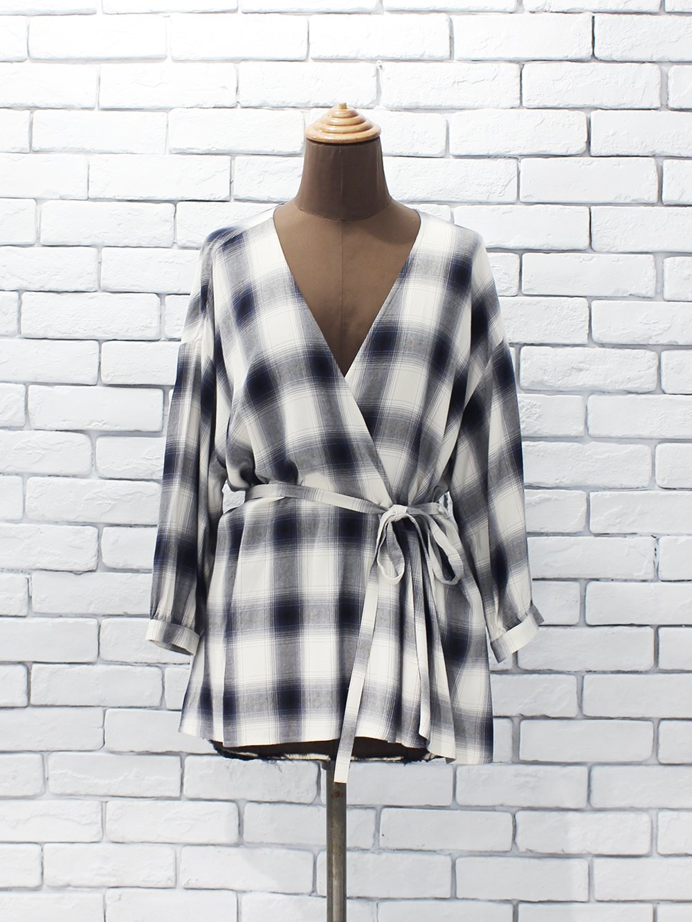 """<img class='new_mark_img1' src='https://img.shop-pro.jp/img/new/icons8.gif' style='border:none;display:inline;margin:0px;padding:0px;width:auto;' />PHEENY """" Rayon ombre check cache-coeur shirt(blue) """""""