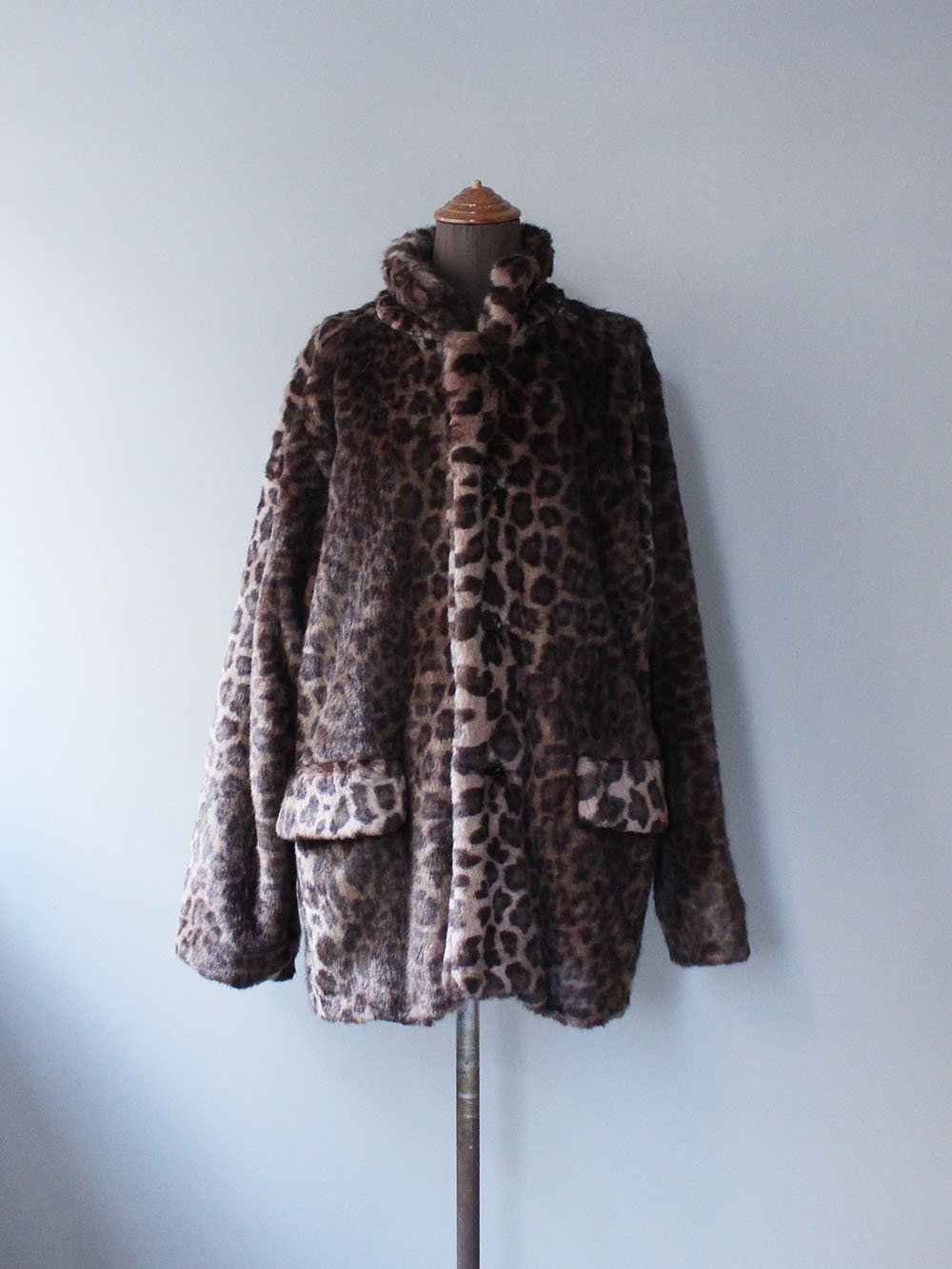 """<img class='new_mark_img1' src='https://img.shop-pro.jp/img/new/icons8.gif' style='border:none;display:inline;margin:0px;padding:0px;width:auto;' />Needles """" S.C. CAR COAT - FAUX FUR (BROWN)"""""""