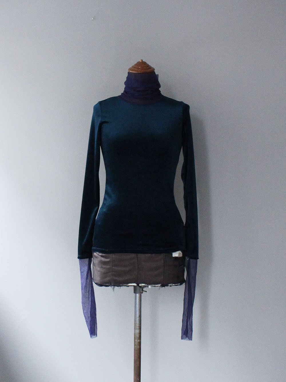 """<img class='new_mark_img1' src='https://img.shop-pro.jp/img/new/icons8.gif' style='border:none;display:inline;margin:0px;padding:0px;width:auto;' />FILL THE BILL"""" VELOR SHEER TURTLE NECK (NAVY x PURPLE)"""