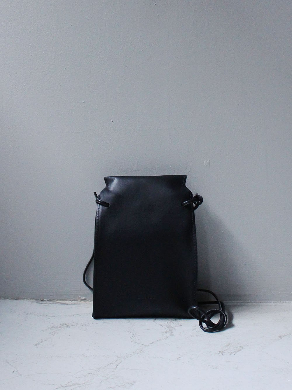 """<img class='new_mark_img1' src='https://img.shop-pro.jp/img/new/icons8.gif' style='border:none;display:inline;margin:0px;padding:0px;width:auto;' />MARROW """" Bent Pouch (black) """""""